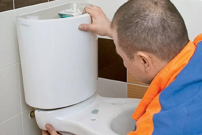 Ремонт унитаза: утекает или подтекает вода из бачка в унитаз: что делать если течет или протекает бачок унитаза