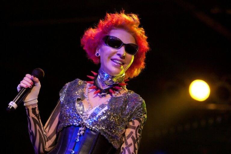 Как сложилась жизнь эксцентричной певицы и королевы русского рок-н-ролла жанны агузаровой — staff-online