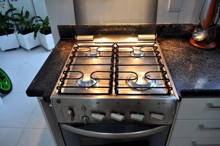 Электрическая против газовой: как подружиться с новой плитой