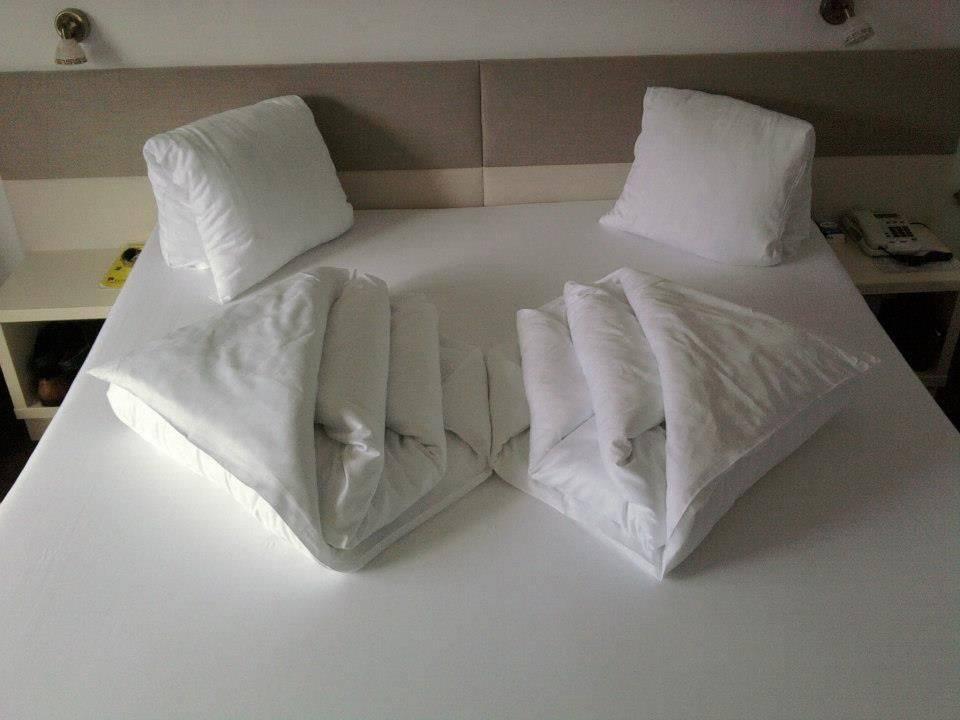 Лучшая ткань для покрывала на кровать: все плюсы и минусы популярных натуральных, синтетических