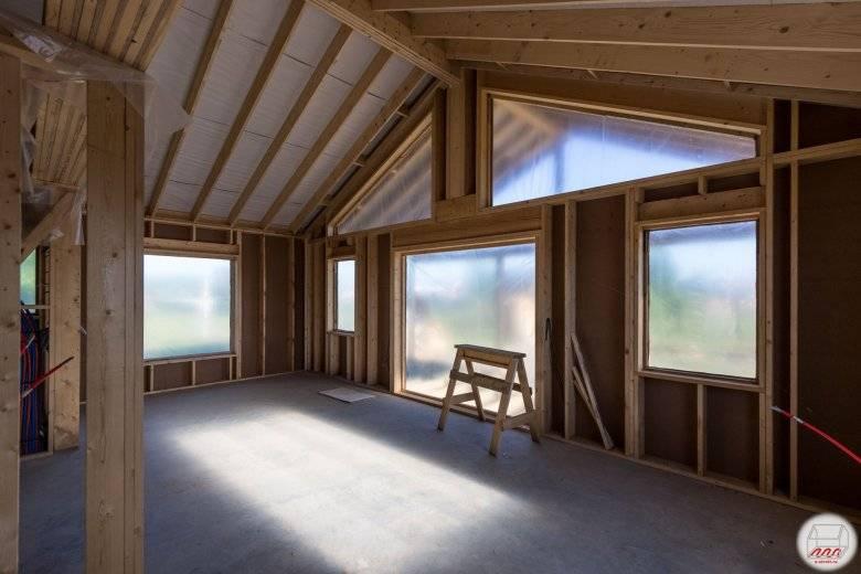 Особенности одноэтажных домов со вторым светом