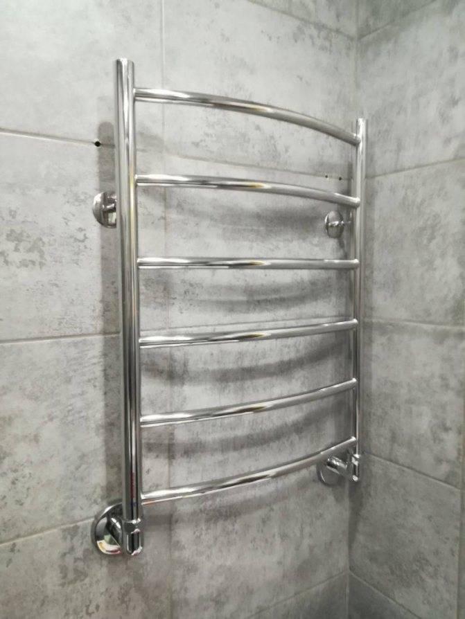 Можно ли переносить полотенцесушитель на другую стену?