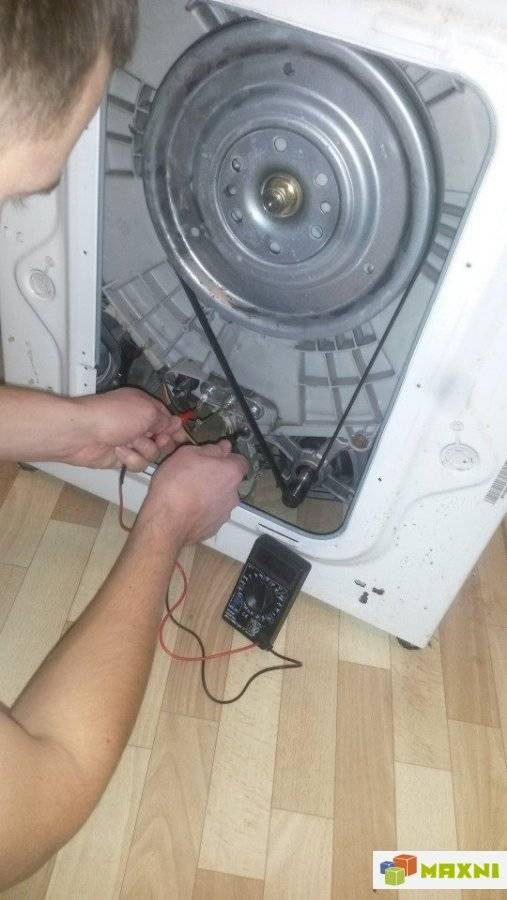 Почему стиральная машина стучит, гремит при стирке или отжиме?   рембыттех