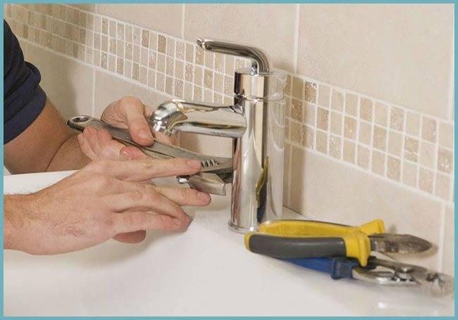 Как убрать конденсат с труб холодной воды в туалете: причины появления проблемы и способы их устранения своими руками