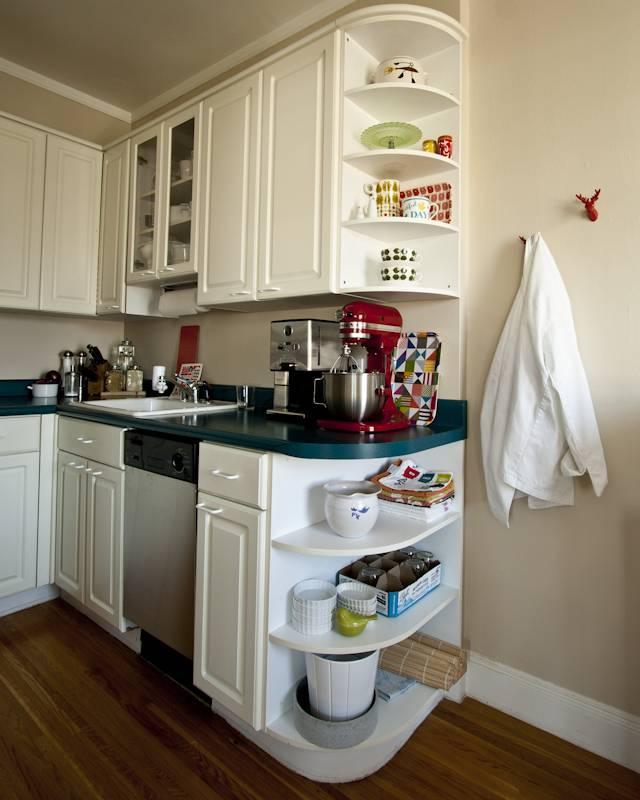 5 способов с пользой заполнить угол на маленькой кухне