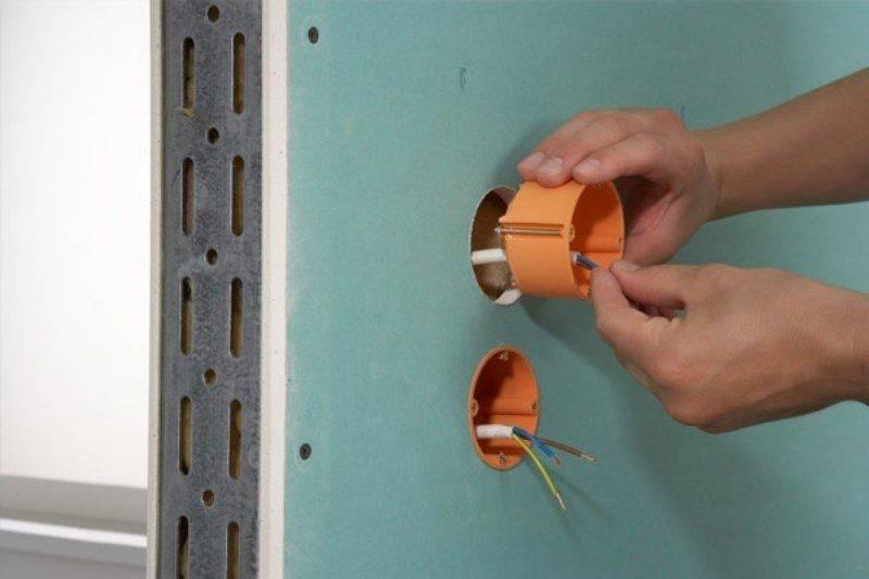 Как установить розетку в гипсокартоне: правила монтажа и советы по установке подрозетника