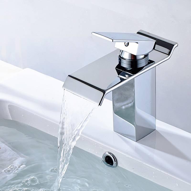 Каскадный смеситель (50 фото) — стеклянный кран-водопад для раковины и ванны с подсветкой, особенности излива «каскад» и отзывы