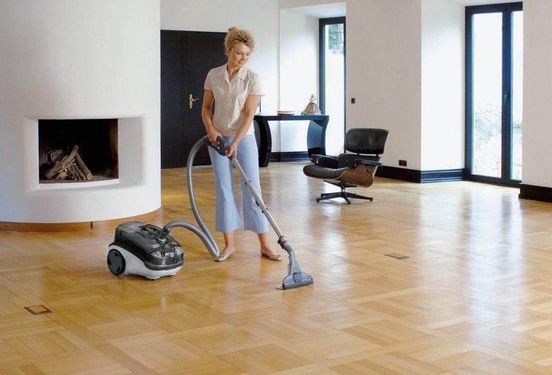 Пылесосить: как часто надо убирать в квартире, как правильно подобрать насадки для линолеума, дивана, что нельзя собирать пылесосом и почему?
