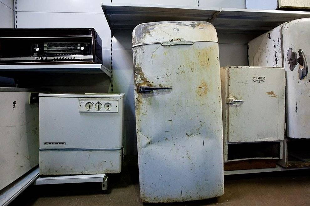 Как избавиться от старого холодильника: правила утилизации согласно с законом, компании по приему старой техники, варианты самоделок