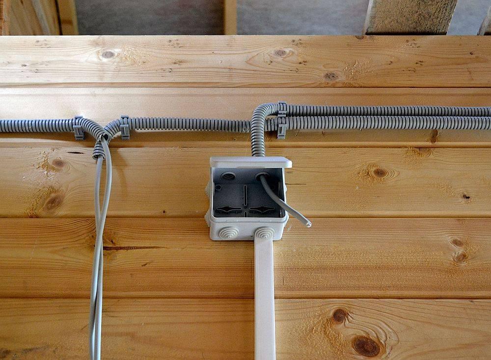 Как правильно провести электропроводку в деревянном доме