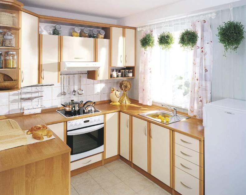 Дизайн интерьера маленькой кухни: идеи планировки, как обустроить маленькую площадь со встроенным холодильником в современном стиле  - 45 фото