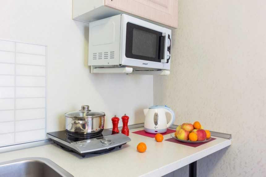 Можно ли вешать микроволновку над электрической плитой - домострой