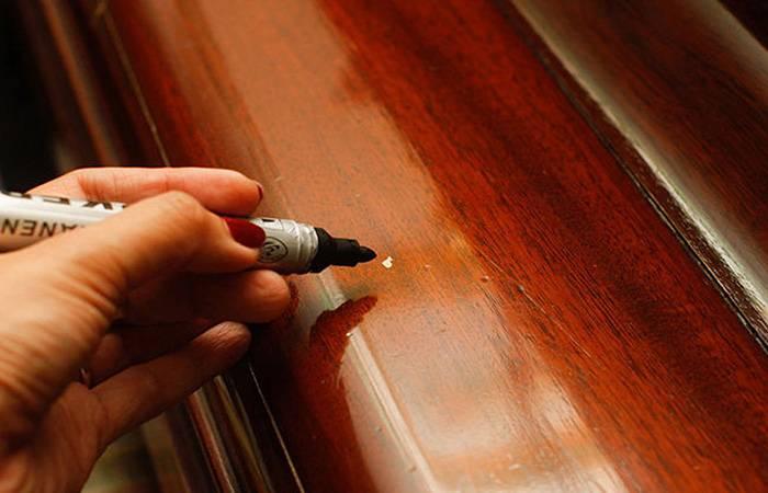 Как устранить царапины на мебели: 8 шагов