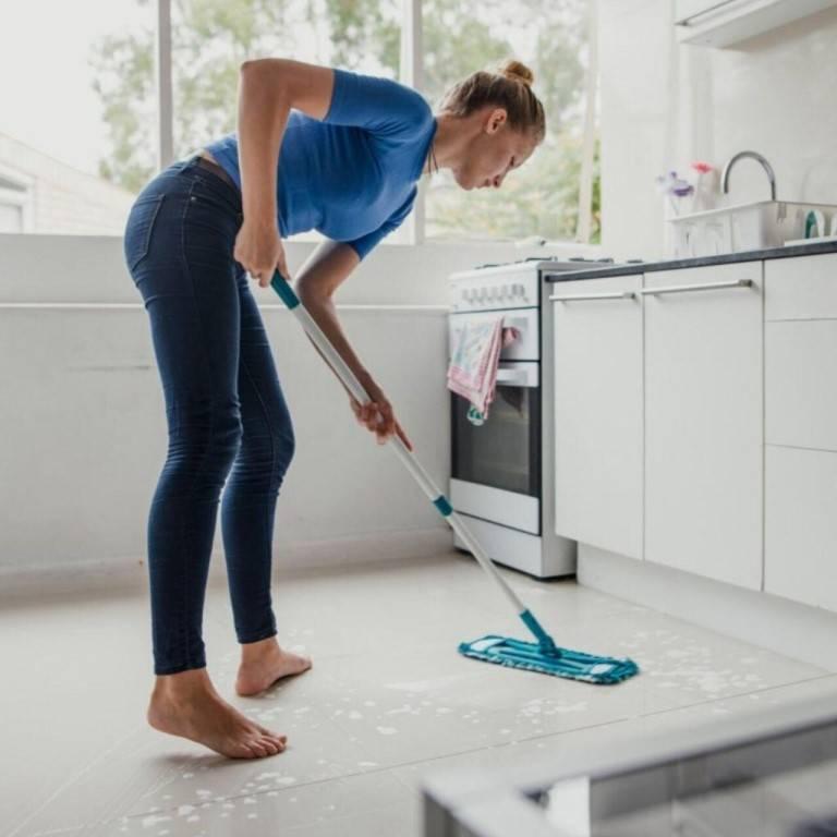 Можно ли пылесосить пол перед мытьем или вместо него?