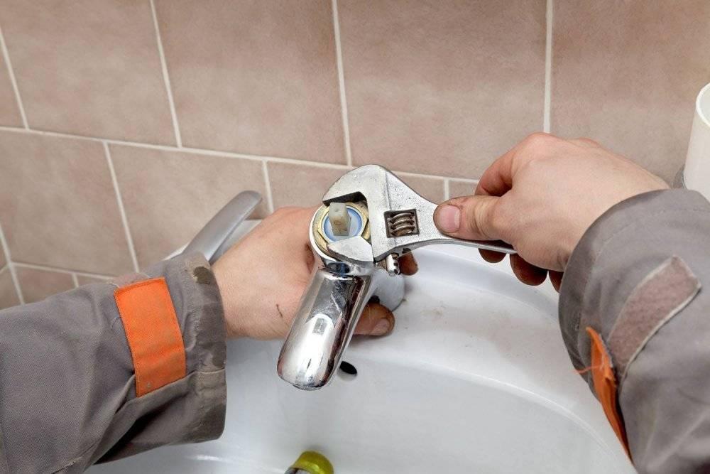 Как разобрать смеситель в ванной двухвентильного типа: ремонт и замена кран-буксы
