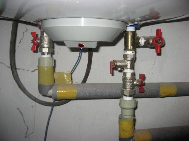 Подключение проточного водонагревателя к водопроводу и к электросети.