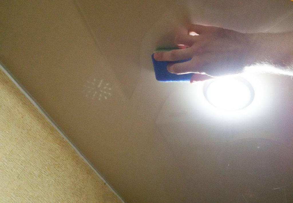 Желтые пятна на потолке: как убрать, закрасить пятно, как избавиться от желтых пятен, как удалить пятна от протечек, что делать, как убрать желтизну
