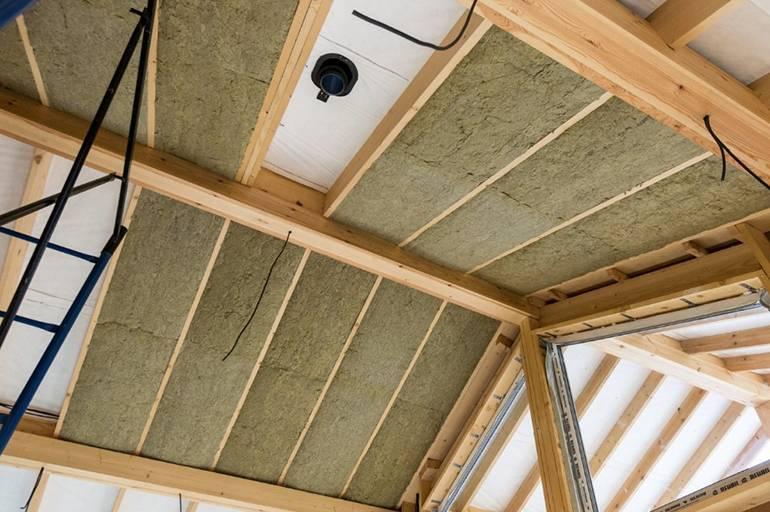 Почему утеплить потолок в частном доме лучше снаружи чем изнутри