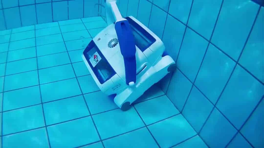 Выбираем робот-пылесос для бассейна: топ-10 лучших моделей + на что смотреть при покупке   новости
