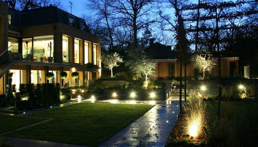Выбор декоративного освещения загородного дома — на что обратить внимание?