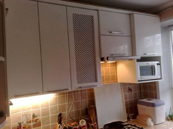 Как спрятать газовую колонку на кухне: как можно закрыть трубы фасадом кухни
