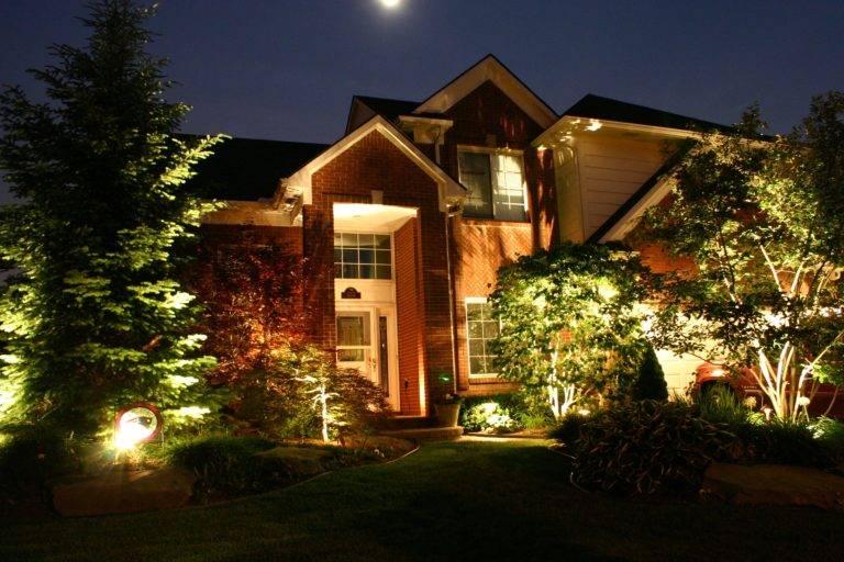Подсветка фасадов: основы правильного выбора, требования и правила установки с фото, виды подсветки загородного дома, освещение зданий