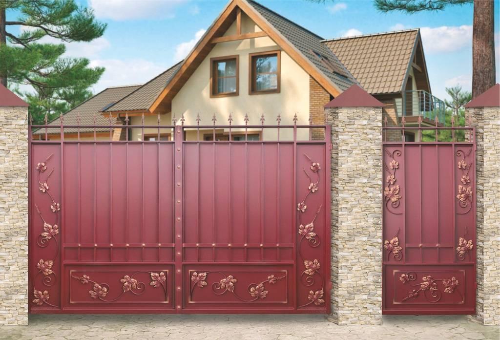 Въездные ворота для частного дома: три вида конструкций, дизайн с обзором материалов с фото