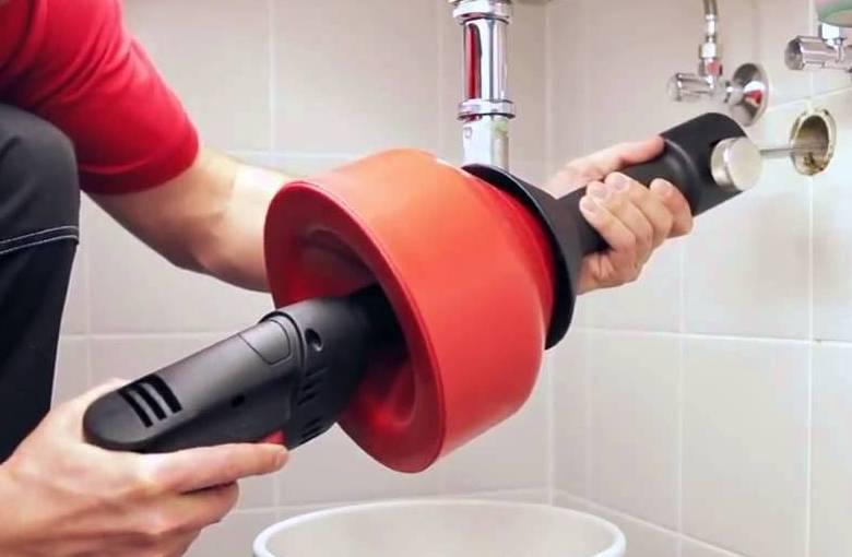 Какими способами проводят прочистку канализационных труб в быту