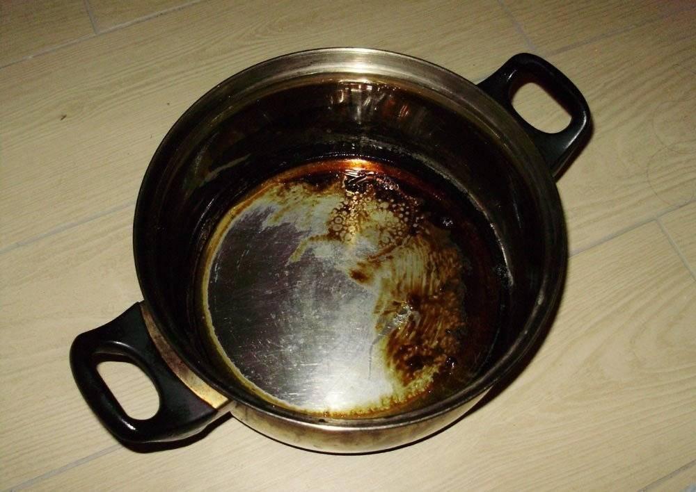 Как очистить пригоревшую эмалированную кастрюлю от нагара?