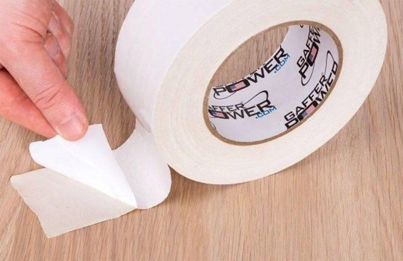 Как убрать следы от скотча на мебели, как удалить остатки двухстороннего с деревянной, полированной поверхности в домашних условиях?