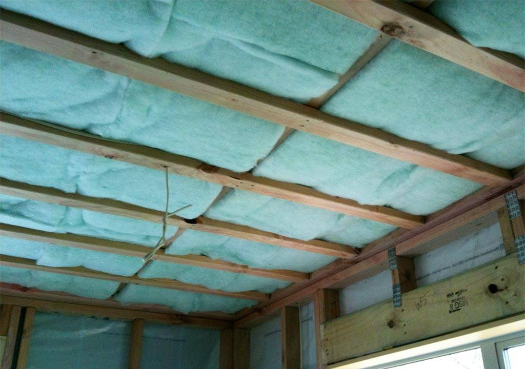 Как утеплить дом из бруса изнутри: выбор теплоизоляционных материалов, этапы работ по утеплению брусовых стен