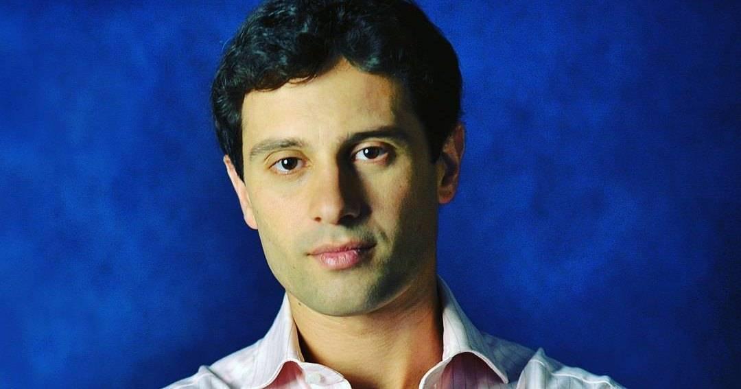 Антон макарский трижды пытался уйти из семьи. что помогло актеру спасти брак?