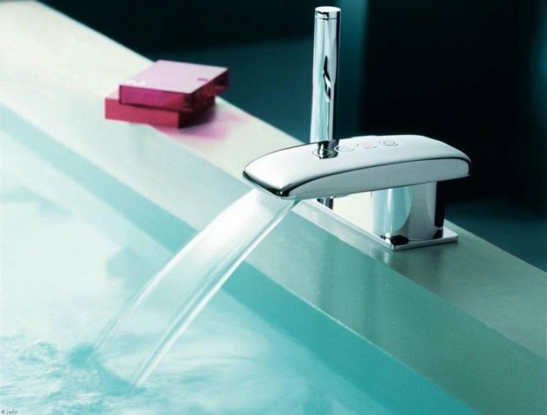 Каскадный смеситель для ванны: изящество водопадов (26 фото)